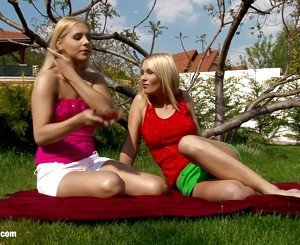 Rikki and antonia angelic blonde lesbos kissing and fingering video nature outdoor sex videos