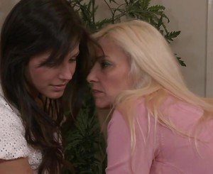 Cindy Craves Turns Bobbi Starr Into